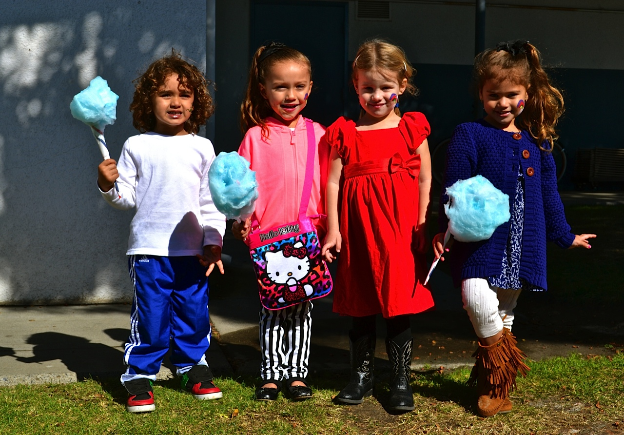 Pictured (L to R) Lorenzo Lutizetti, Moleah Casillas, Haven Canullo and London Watkins show off their cotton candy. Photo by Madison May