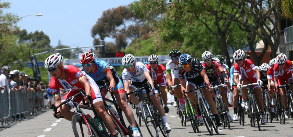 Riders in the 2014 Dana Point Grand Prix women's pro race whip around a corner. Photo: Andrea Swayne
