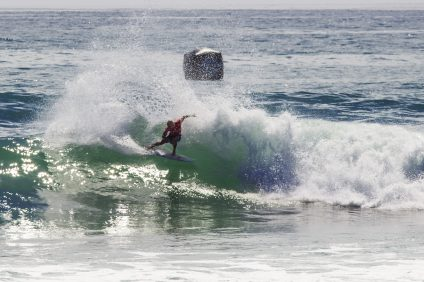 Kelly Slater ousted Adam Melling in round 3 and advanced into 4.